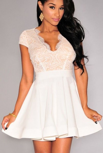 Dámske šaty s čipkou - biele 84b89f39853