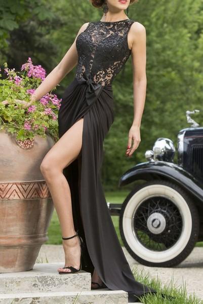 e1e272f6f245 Dámske dlhé šaty s čipkou - čierne