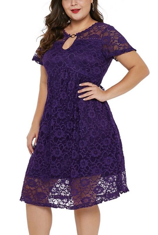 0bcb625cfa02 Čipkované plus size šaty - fialové
