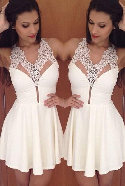 Dámske šaty s čipkou - biele 8bd150b0dac
