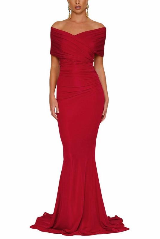 d11ea800eec9 Dlhé spoločenské šaty - červené