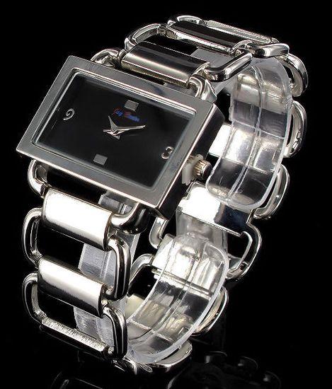 48d04a9eae95 Dámske hranaté hodinky Jay Baxter